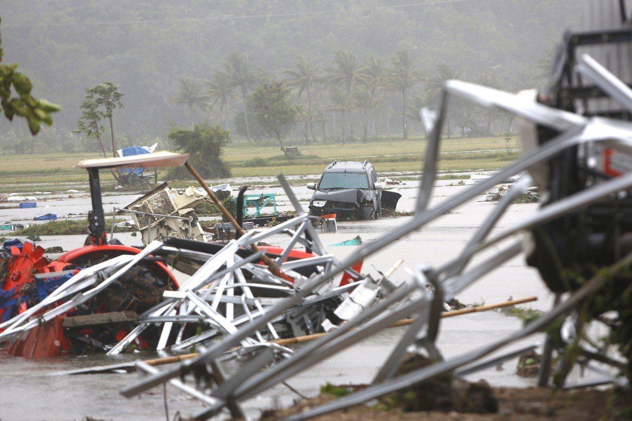 印尼雷桑角一帶昨晚遭海嘯襲擊,8名台灣人在當地旅遊受困。 歐新社
