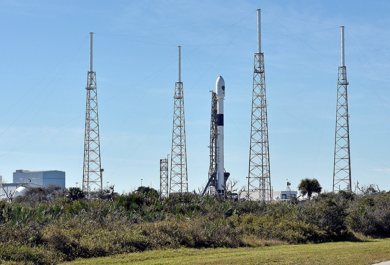 攜帶美國軍事衛星的太空探索科技公司(SpaceX)火箭今升空。 路透社