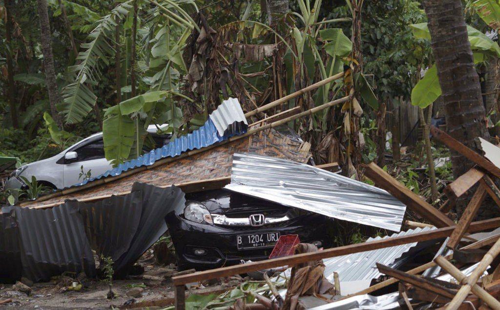 印尼因為火山爆發引發了海嘯。 美聯社