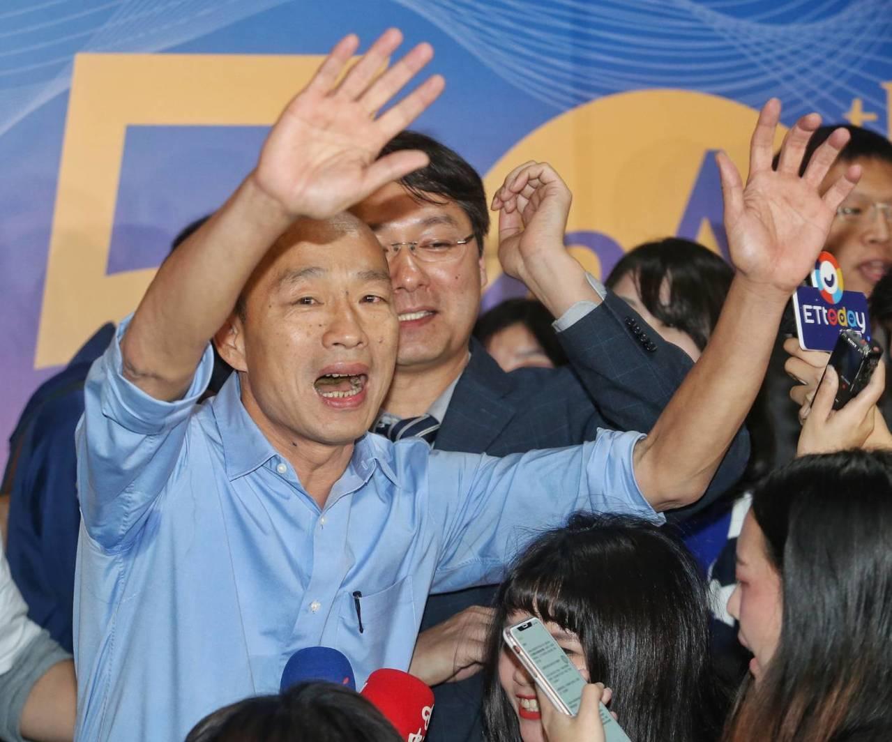 高雄市長當選人韓國瑜(左)昨晚表示,若就職典禮造成民眾不方便,絕對不是他願意看到...