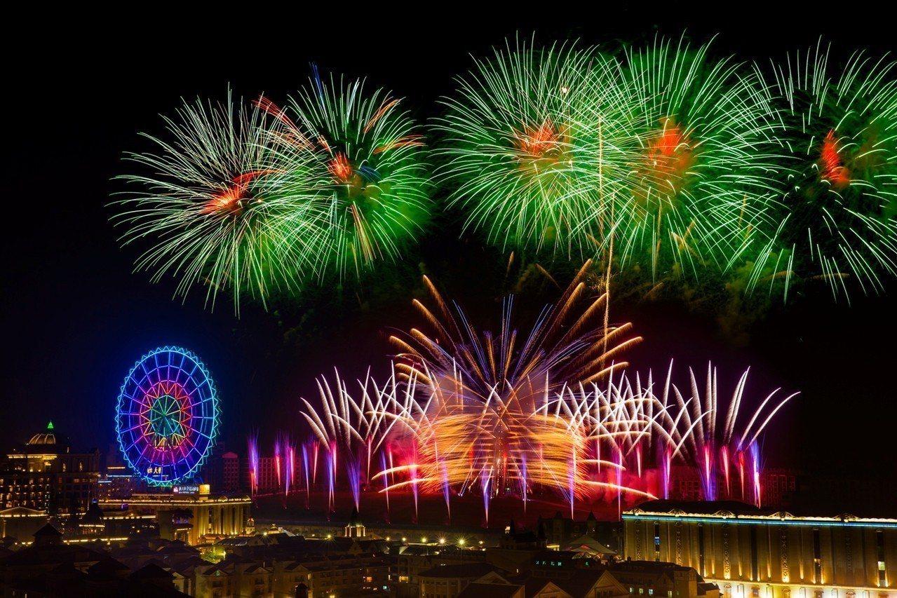 義大世界今年跨年煙火秀,首創超大型矩陣煙火。圖/義大世界提供