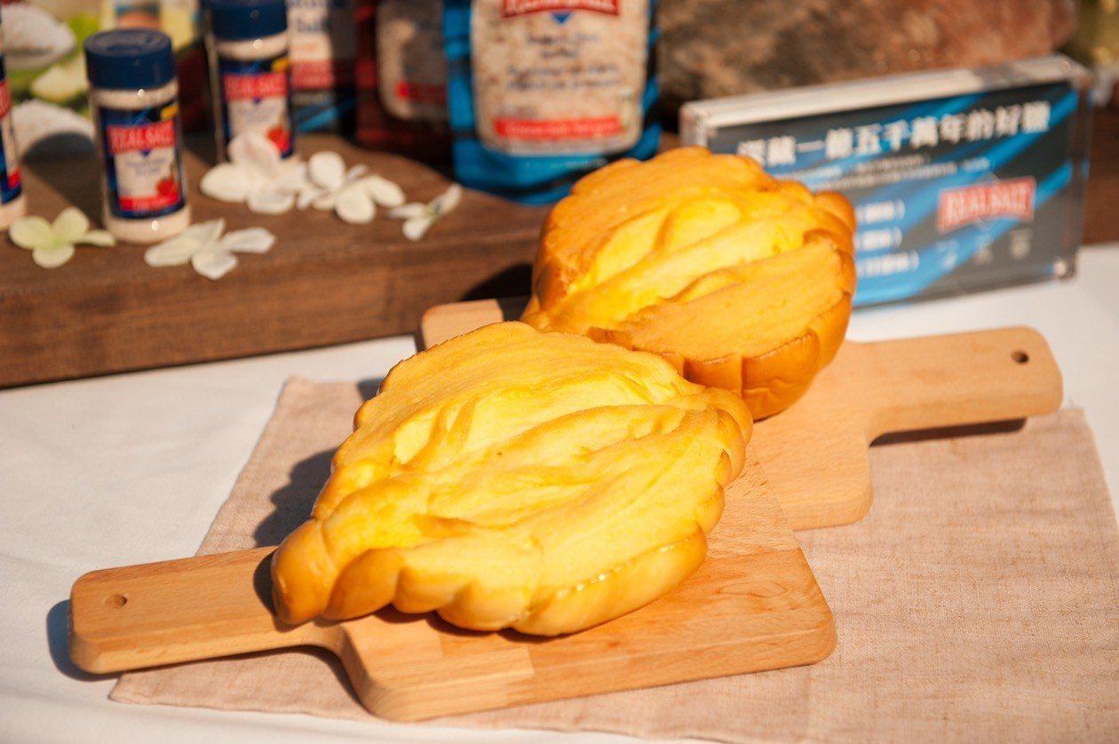 八月堂新品取名「傳承」之意,是因為每次製作都必須留下麵種,悉心培養、發酵;等到下...