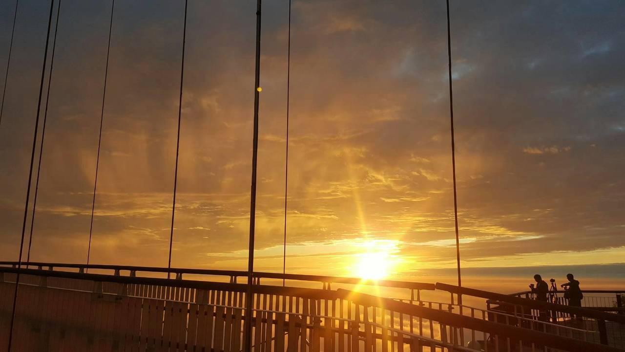 太平雲梯目送2018最後一道夕陽。圖/阿里山管理處提供