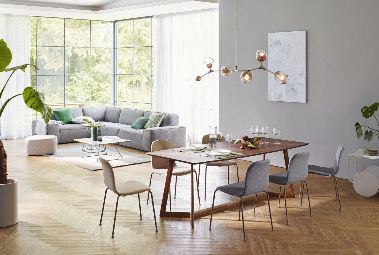 由義大利建築大師Claudio Bellini設計的Morini木質餐桌,寬敞的...