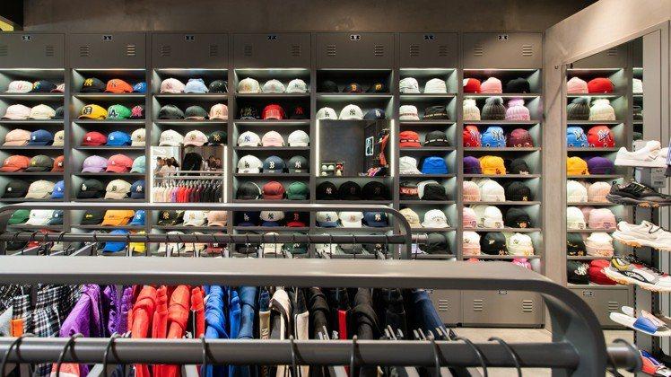 帽子產品仍是MLB Korea主力銷售產品,因此每家據點都少不了「帽子牆」。圖/...
