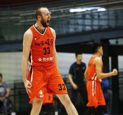 璞園洋將凱爾在決勝節帶起球隊攻勢。圖/中華籃球協會提供