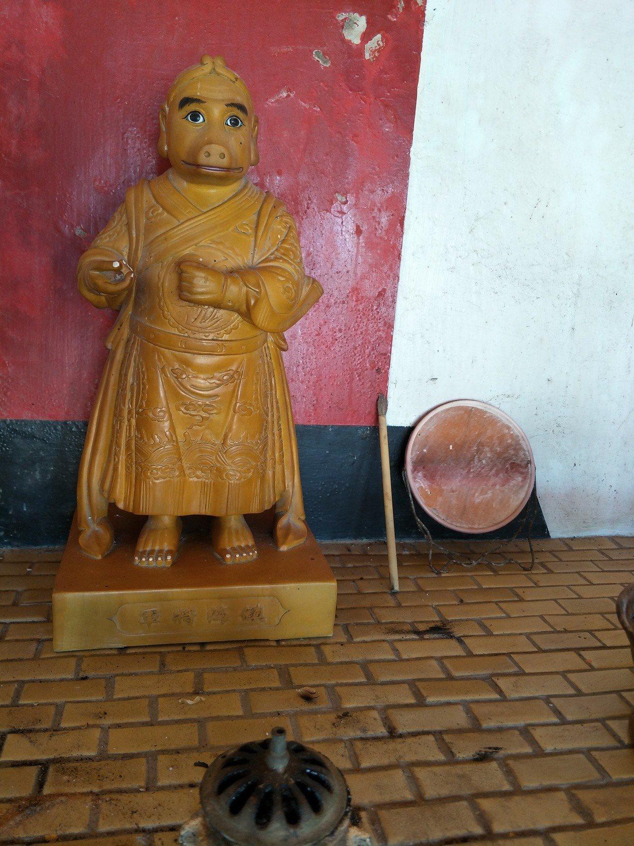 台南北門井仔腳有座罕見「豬母娘娘」廟,人身豬臉緊箍咒環神像,相當特殊。記者謝進盛...
