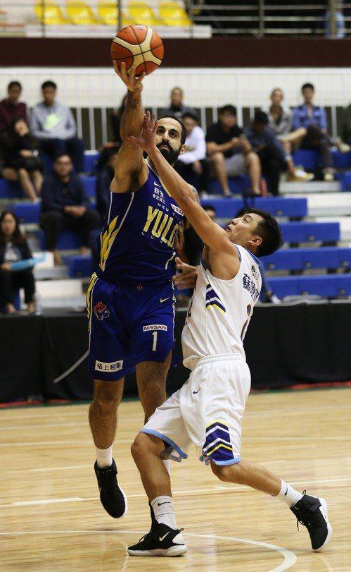 桑尼(左)連3戰都有超過30分演出。圖/中華籃球協會提供