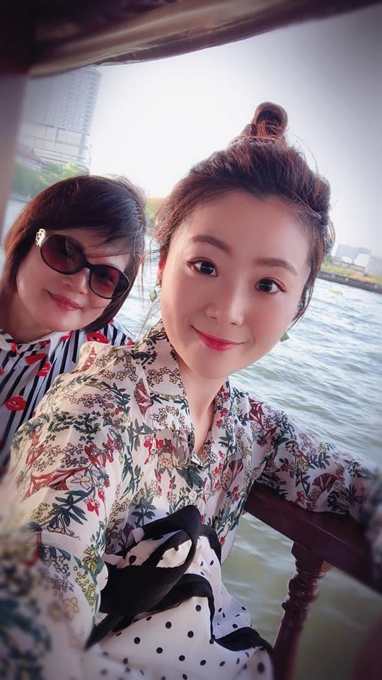 楊小黎日前帶媽媽出國度假。圖/摘自臉書