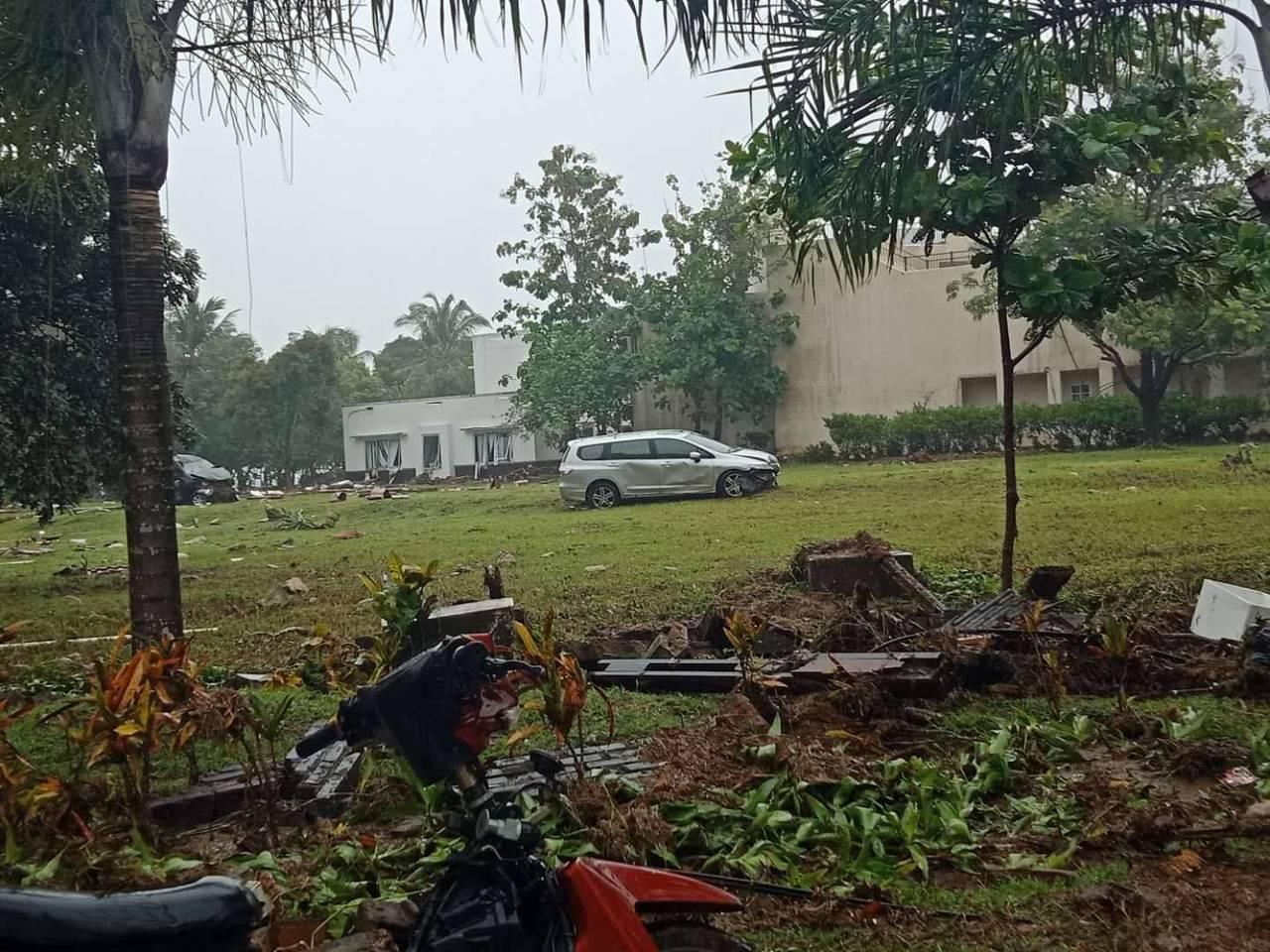 我國台商在印尼也目擊到驚恐的一幕,和海嘯過後一片狼藉。圖/台商提供