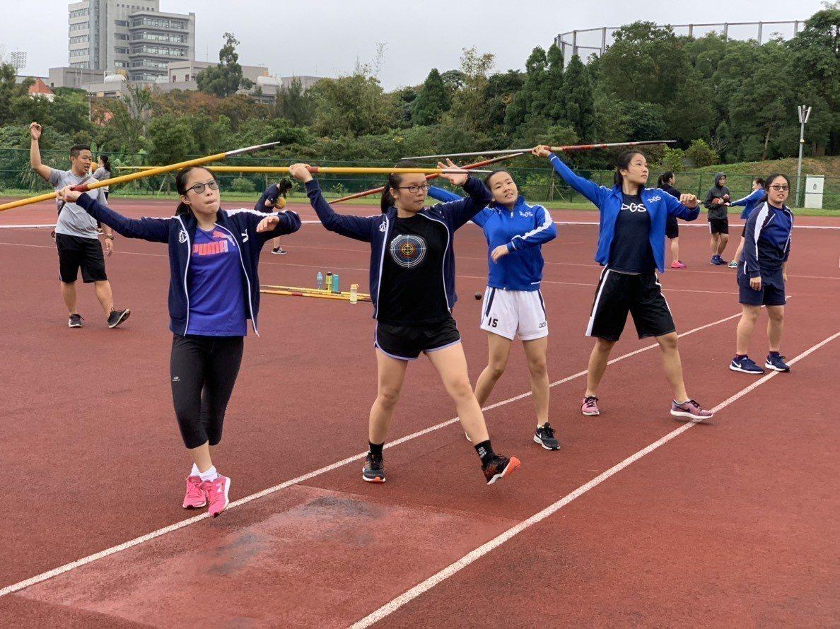 香港田徑運動員來台移訓交流。圖/國體大提供