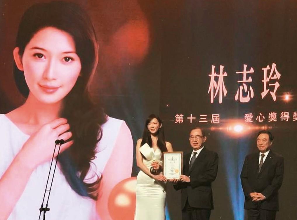 林志玲在香港獲頒愛心獎,13萬美元獎金捐公益。 圖/基金會提供
