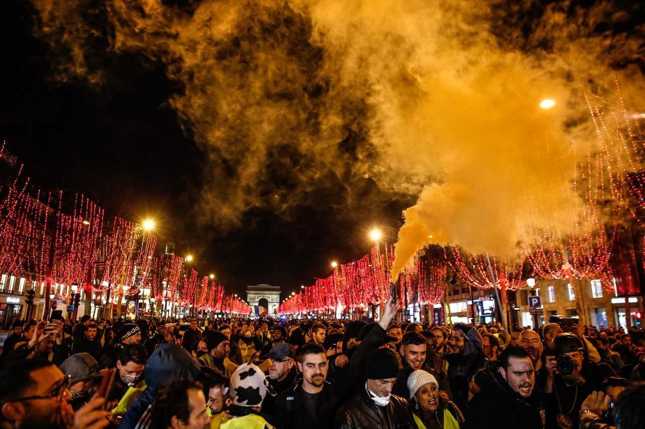 法國「黃背心」示威者連續六個周末上街,法國總統馬克宏呼籲,法國該尋回秩序、冷靜與...