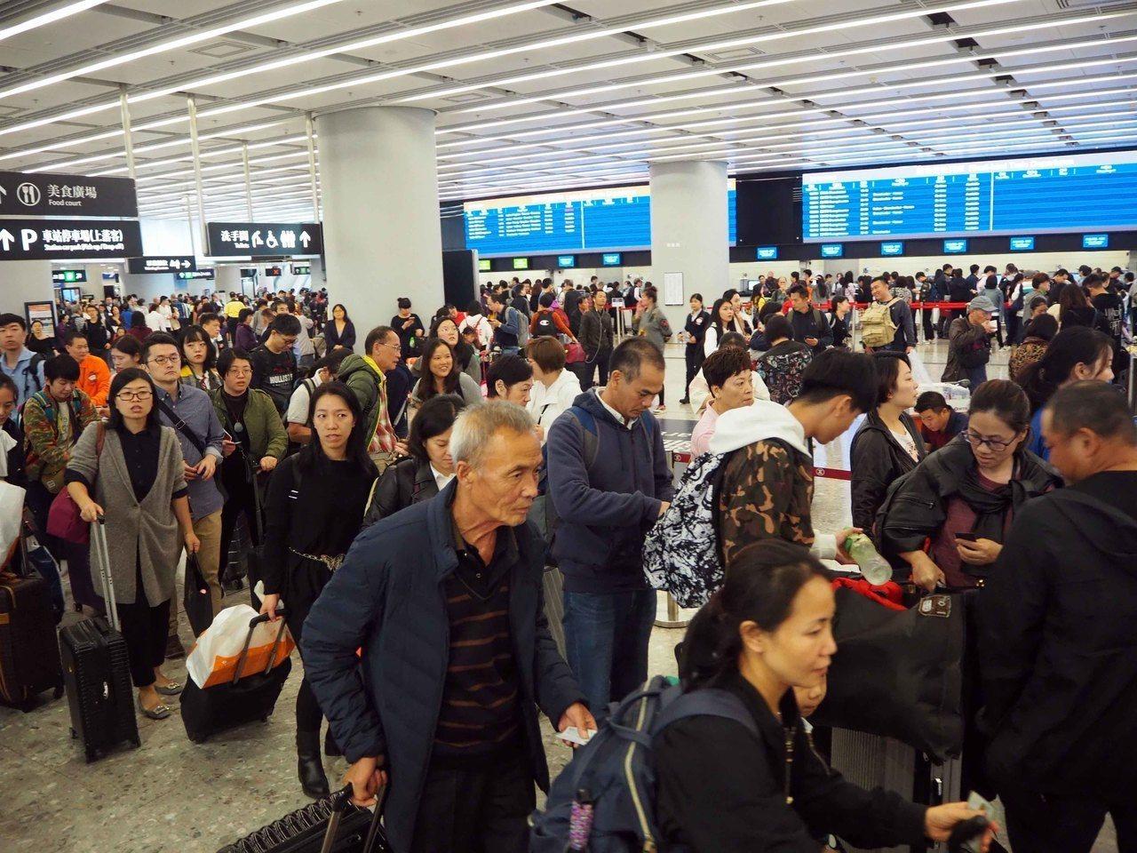 高鐵西九龍站客流9.4萬創新高 港人使用量創新高 香港中國通訊社