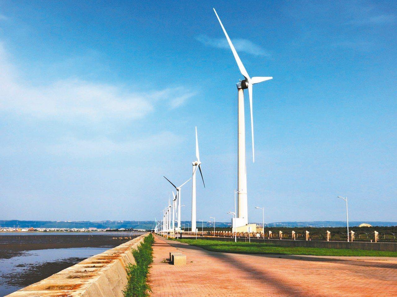 經濟部研擬調降明年再生能源躉購價格,引發再生能源業者反彈,經部明天召開公聽會聽取...