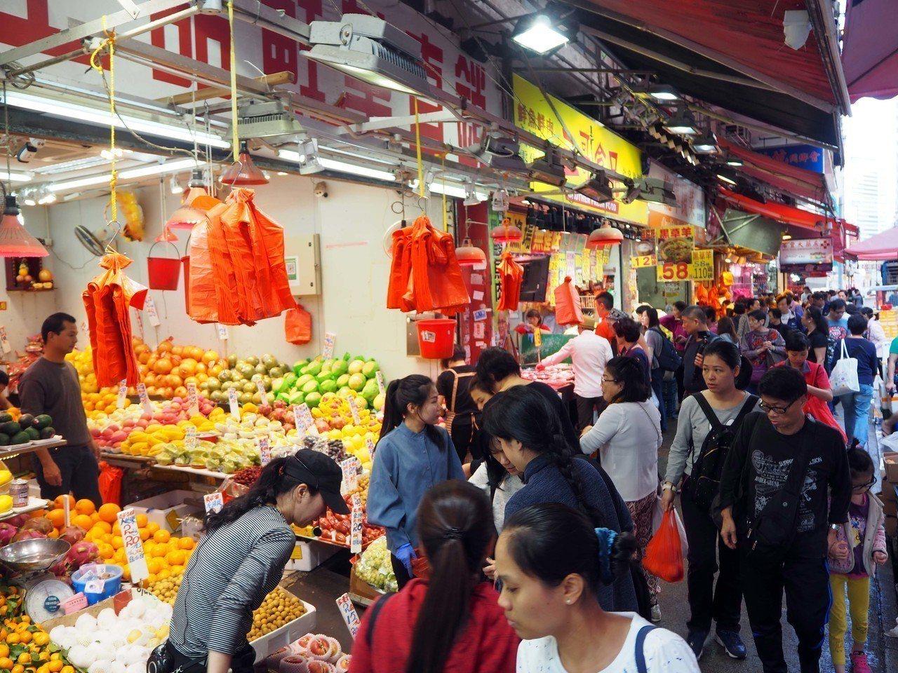 港政黨投訴香港部分地區陸客過多。中通社