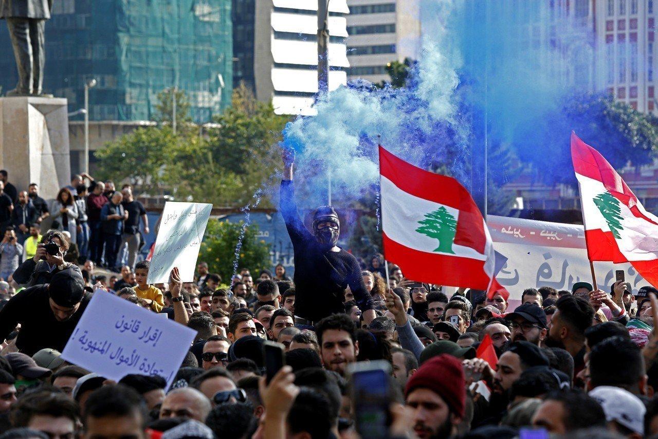 數百黎巴嫩人民走上街頭,抗議貪污猖獗和生活條件惡劣。 新華社