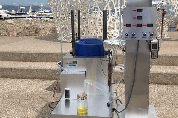 這款機器可將塑膠垃圾轉化為柴油、汽油等可用能源。(圖擷取自Earthwake)