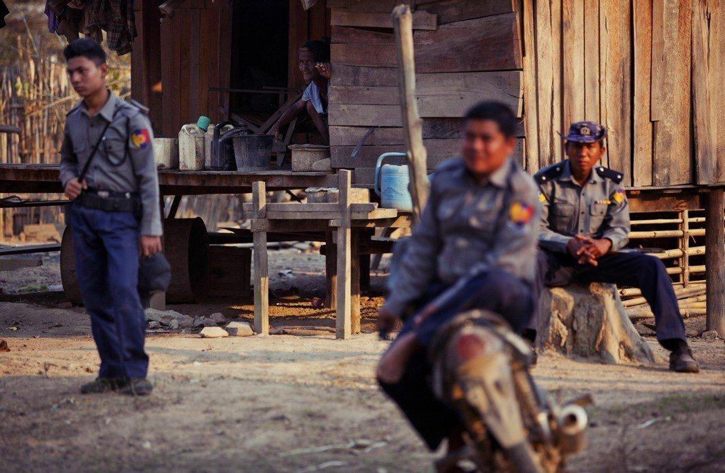 緬甸並非無法可管,其刑法第370、372條將「奴隸制定」為刑事犯罪,也有基本上符...