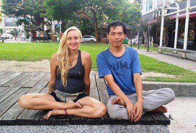 4年來,楊宗翰已邀請近200名外國沙發客走進台灣的偏鄉學校。圖/沙發客來上課提供