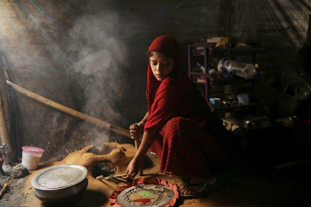 羅興亞難民營中處處可見人口販賣。貧困和不安全感也導致強迫婚姻和童婚增加,因為羅興...
