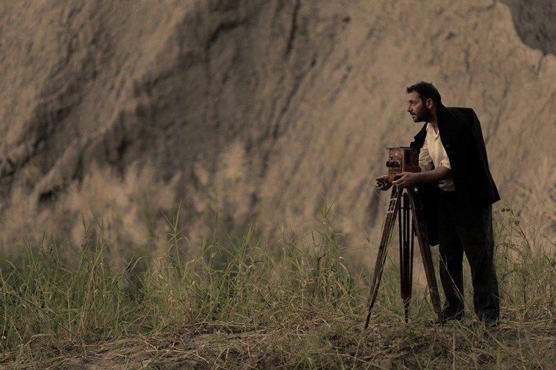 《影像之初》模擬湯姆生拍攝照片的電影劇照。 圖/鄭立明授權提供