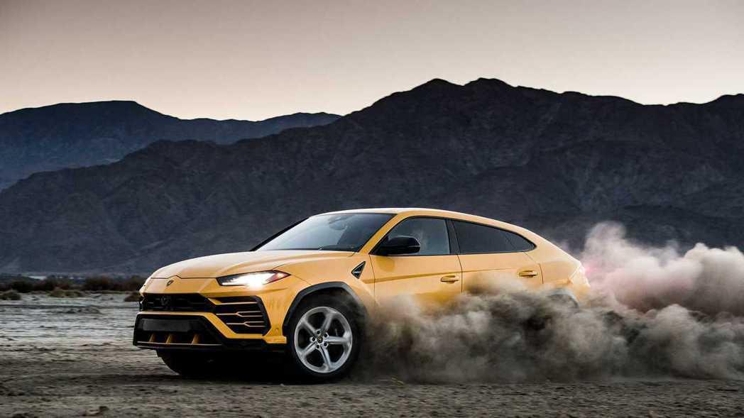 Lamborghini Urus不僅能在鋪裝路上跑,輕度Off Road也難不倒...