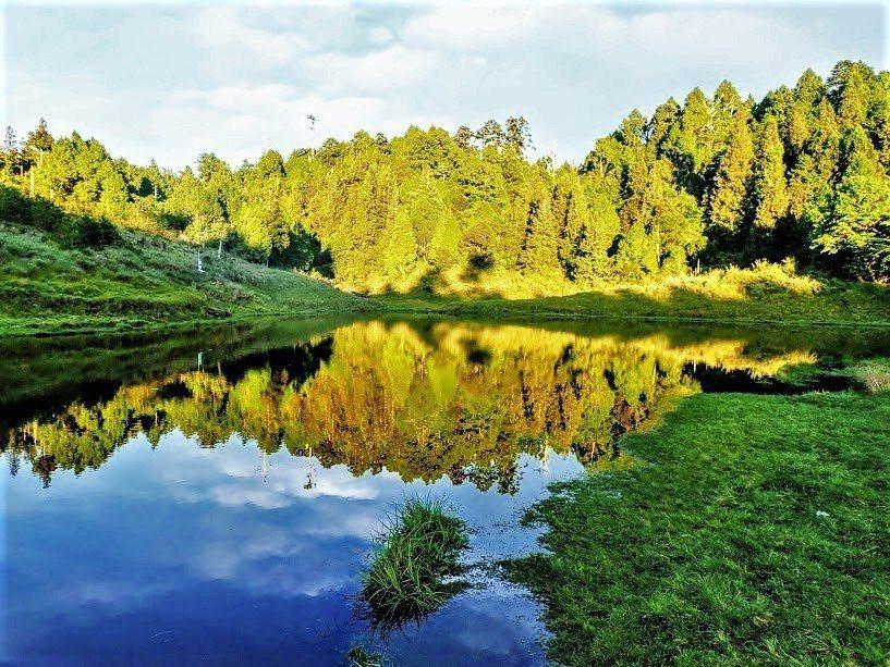 ▲台灣野溪溫泉露營-加羅湖。(圖/Tripbaa趣吧!亞洲自由行專家)