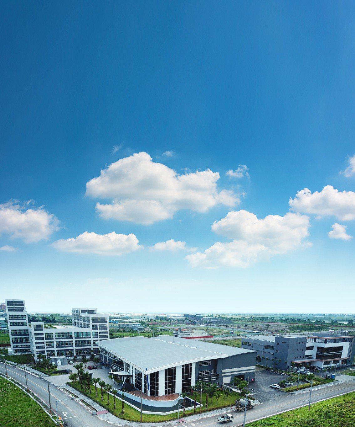 高雄市經發局從20日起公告標售和發產業園區5處產二用地。圖/合發公司提供