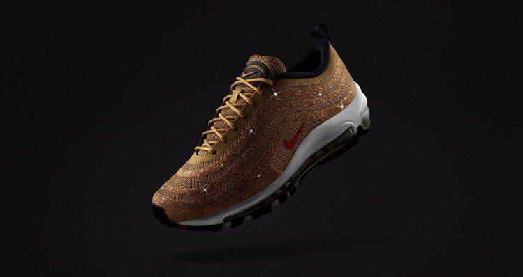延續去年賣座的Air Max 97 LX鞋概念,Nike今年推出金色版水晶鞋。圖...