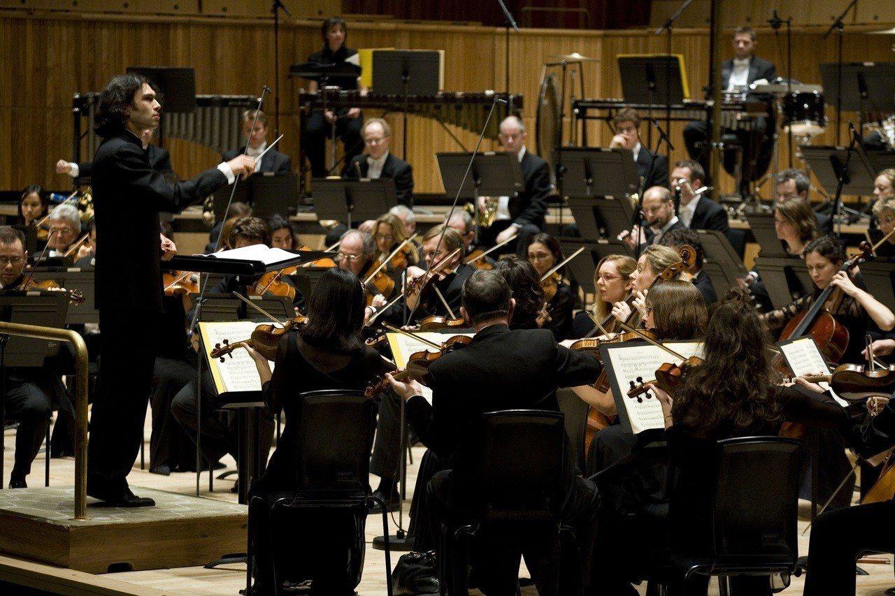 衛武營國藝中心明年3月邀請到倫敦愛樂管弦樂團來台,將與小提琴新世代天后茱莉亞費雪...