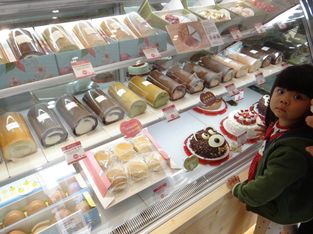 網購冠軍蛋糕名店「亞尼克」第20家門市落腳雲林虎尾,今天開張,吸引大批顧客上門。...
