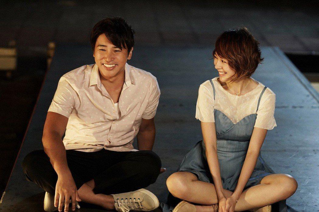 歐漢聲、林明禎在「瘋狂電視台瘋電影」中有非常逗趣的感情對戲。圖/華納兄弟提供