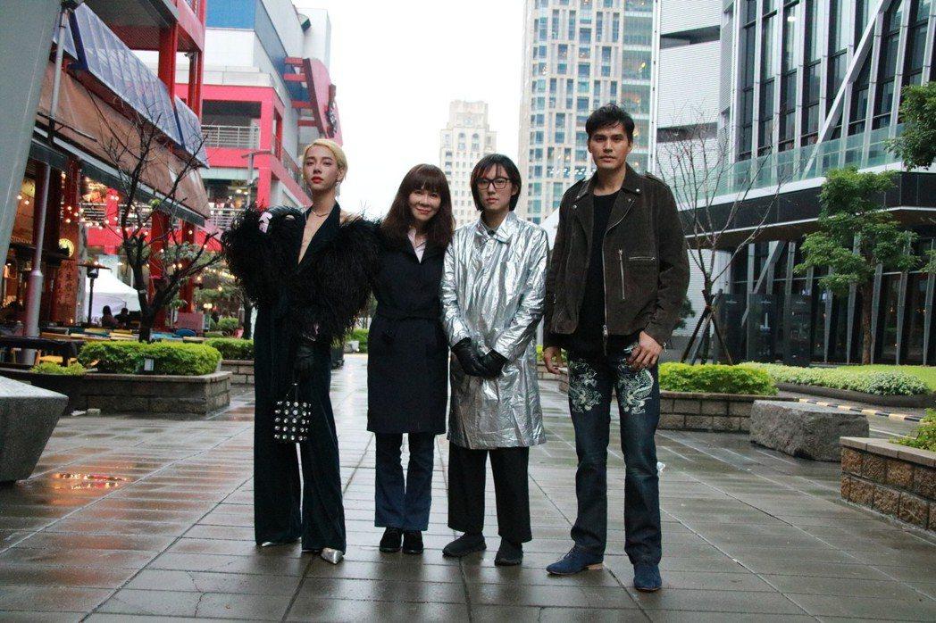 導演陳玉慧(左二)今與片中演員Kiwebaby(左起)、邱比、大慶一同出席電影記