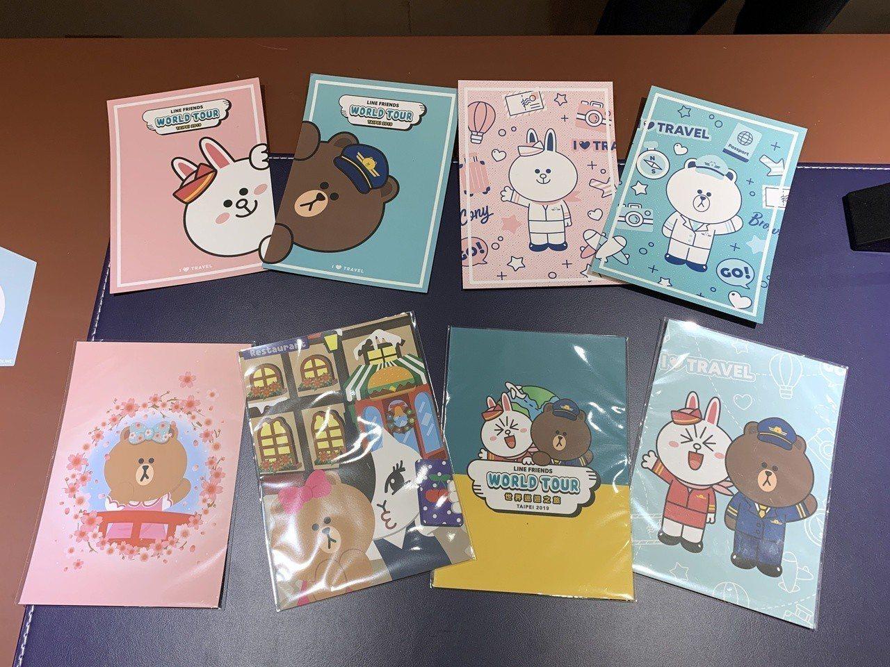 8款限定明信片每張只要35元,可以幫你寄到世界各地。記者黃筱晴/攝影