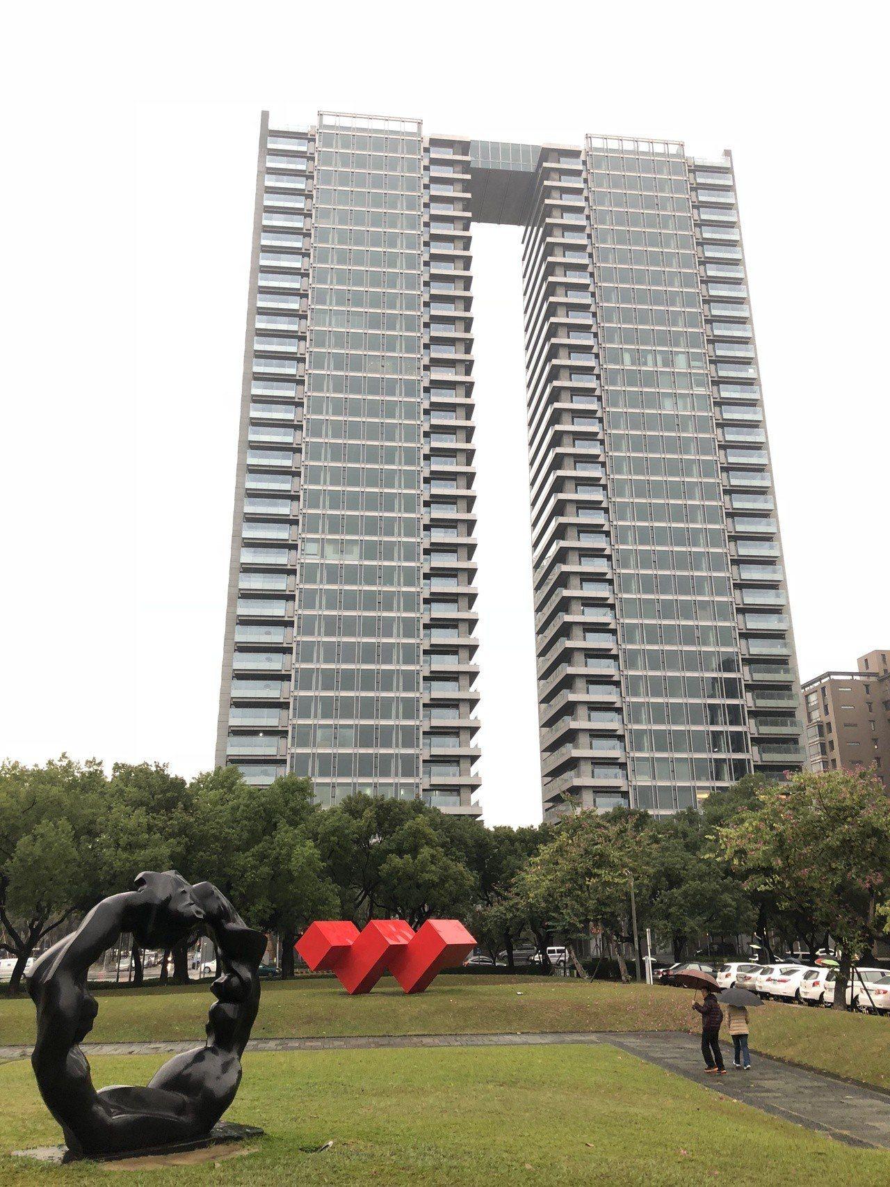 由鉅建設在國美館特區推出的「大恆」,以社區成交均價每坪65.9萬元、最高成交單價...