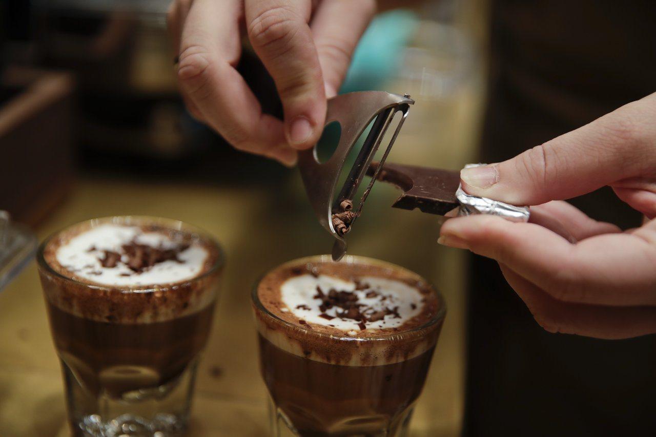 南韓的調查發現,加盟開店賣咖啡平均兩年多就關門。 美聯社