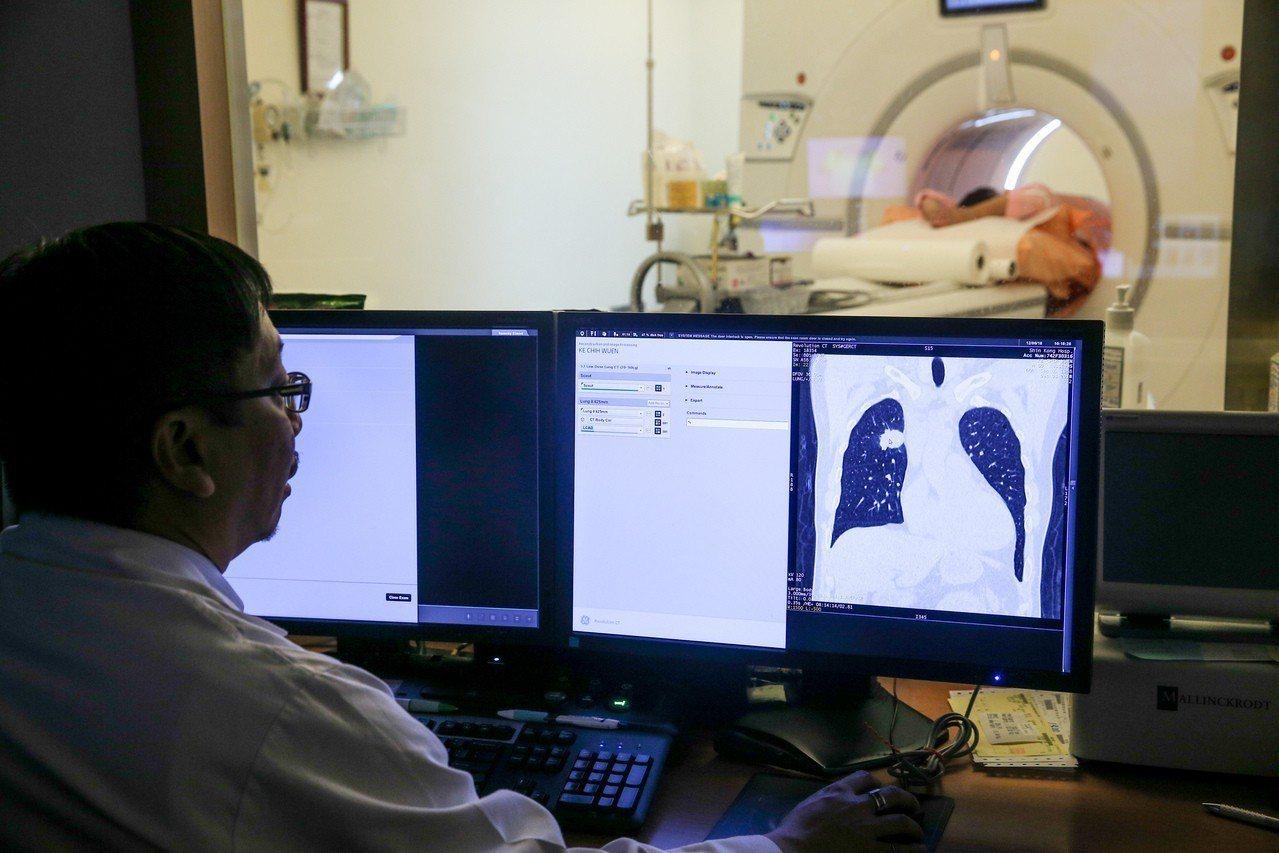 明年元旦起,病人跨院28日接受電腦斷層或磁振造影檢查,醫師卻未事先讀取調閱影像及...
