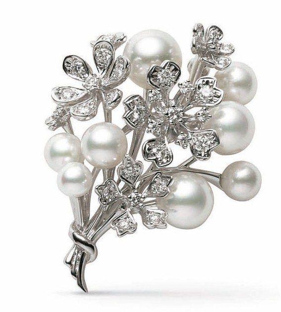 珍珠有平靜心緒的作用,是表達歉意、愛意和其他情緒的好禮物。圖為MIKIMOTO的...