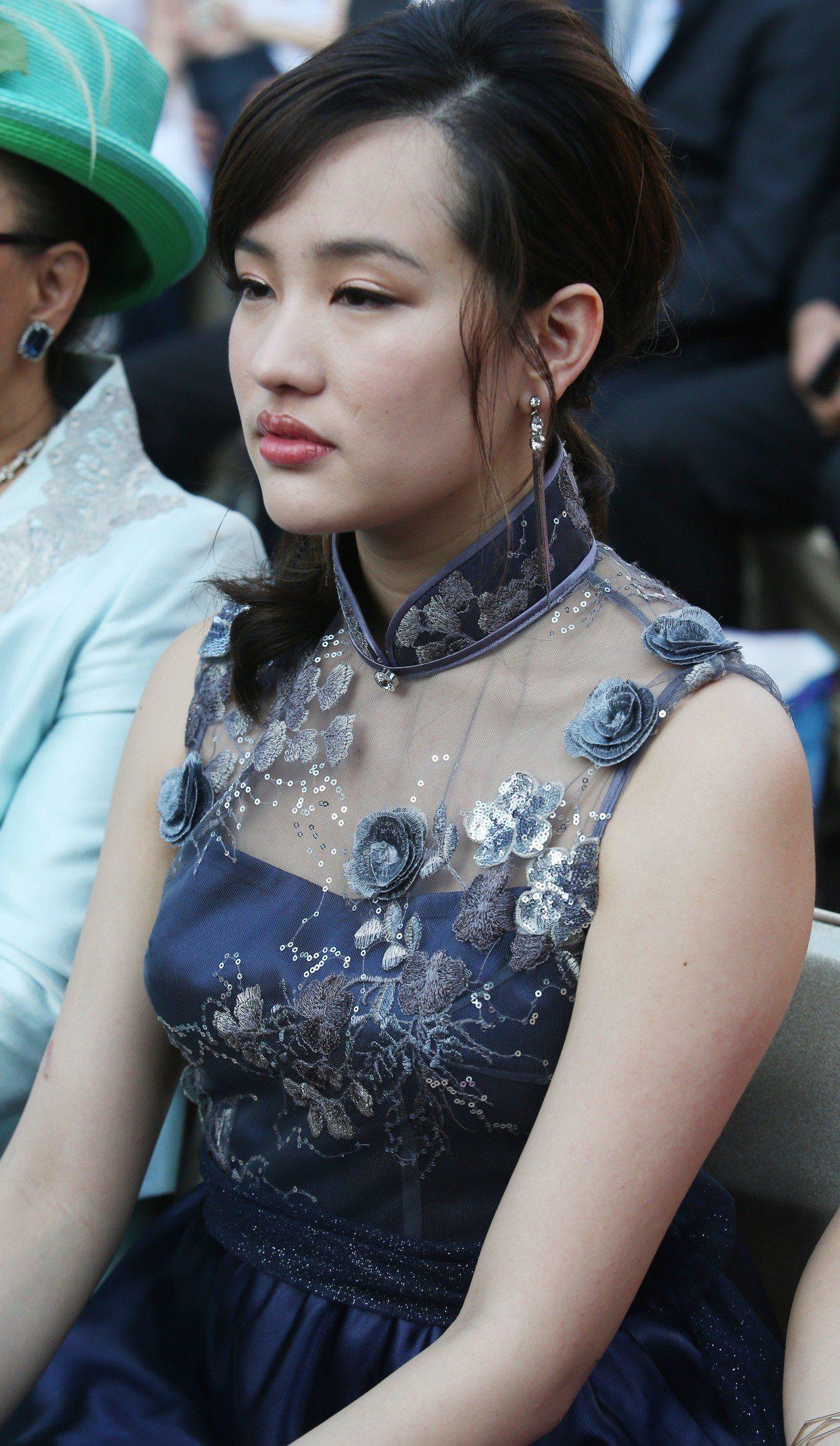 高雄市長韓國瑜女兒韓冰上午盛裝出席高雄市長就職典禮。記者劉學聖/攝影