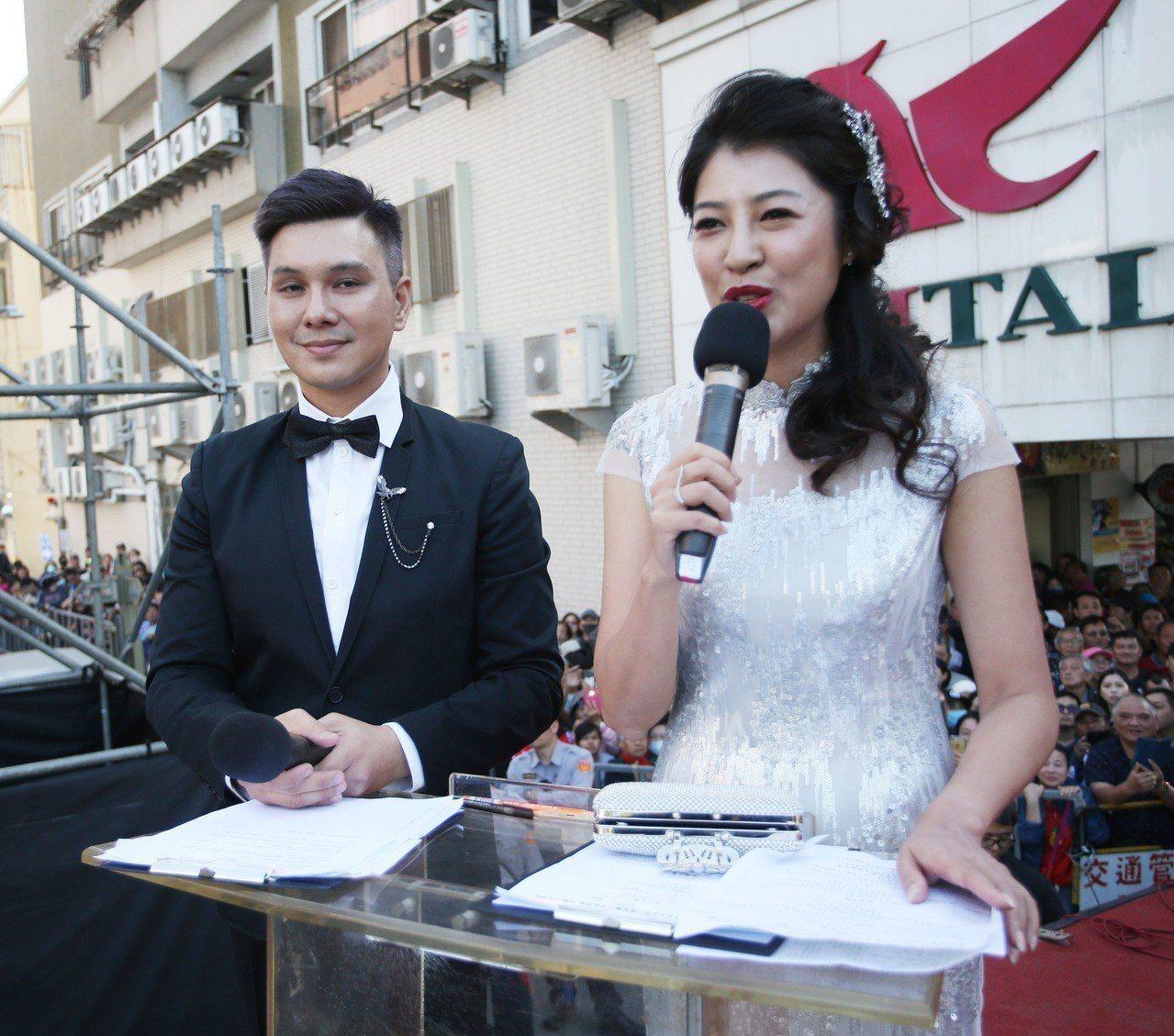 許淑華(右)上午主持高雄市長就職典禮。記者劉學聖/攝影