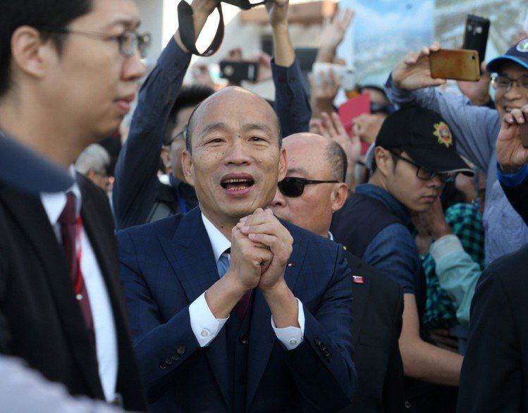 高雄市長韓國瑜上午在愛河搭船參加就職典禮。記者劉學聖/攝影