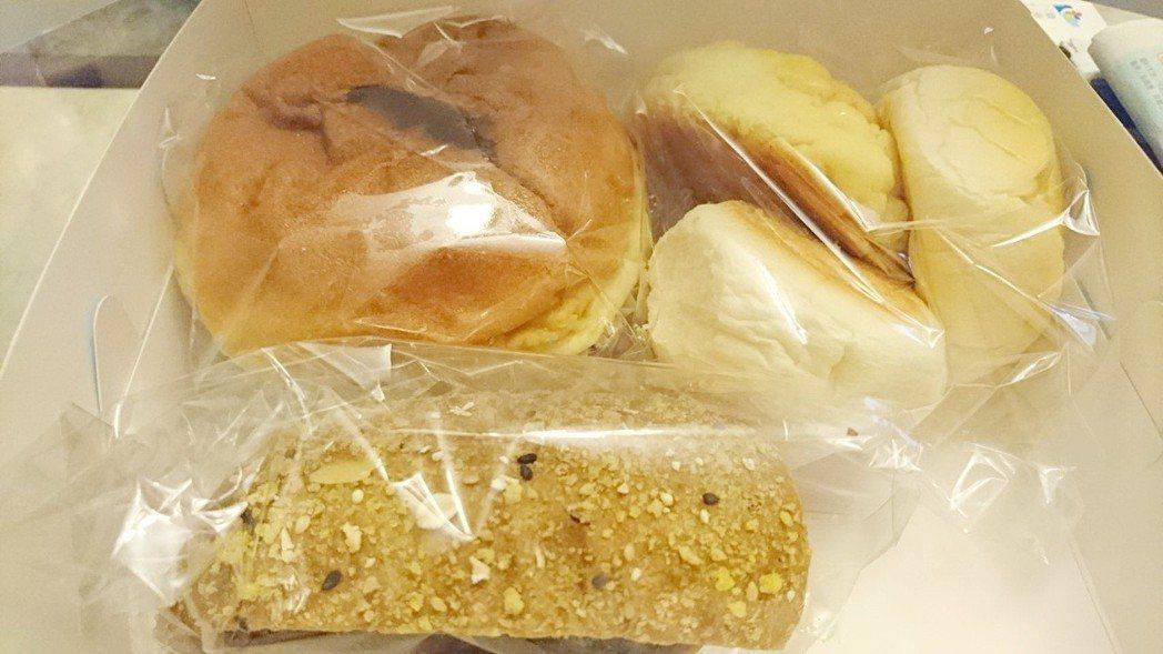 台東縣長饒慶鈴昨天就職典禮,會後伴手禮是80元的麵包餐盒,有人不介意,有人嫌少「...