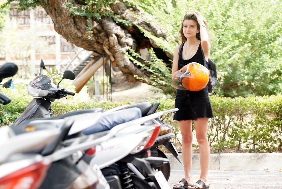 就讀成大期間,蕾蕾跟臺灣學生一樣,以摩托車作為代步工具。 圖/高等教育國際合作基...