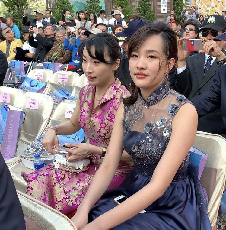 韓國瑜女兒韓冰(右)上午出席高雄市長就職典禮。記者劉學聖/攝影