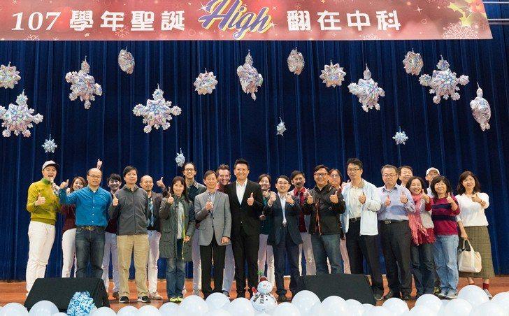 中國科大副校長兼通識教育中心主任張偉斌說,聖誕節音樂會是一個透過活動讓同學學習英...
