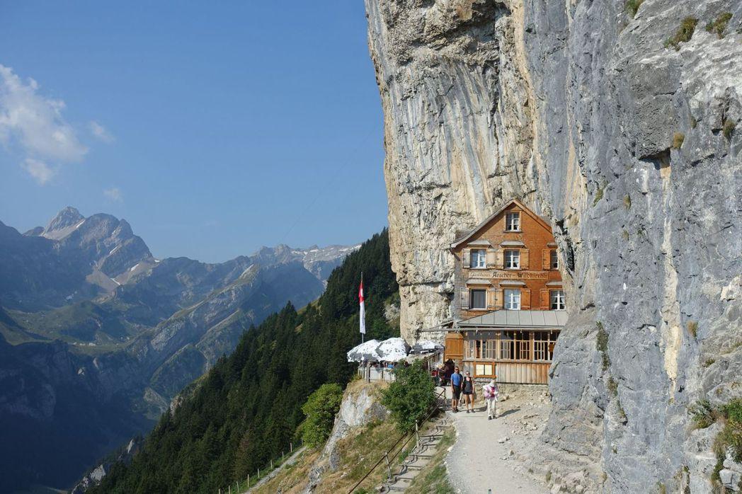 到阿爾卑斯山健走還可尋訪幽谷秘境。  泰永旅行社/提供