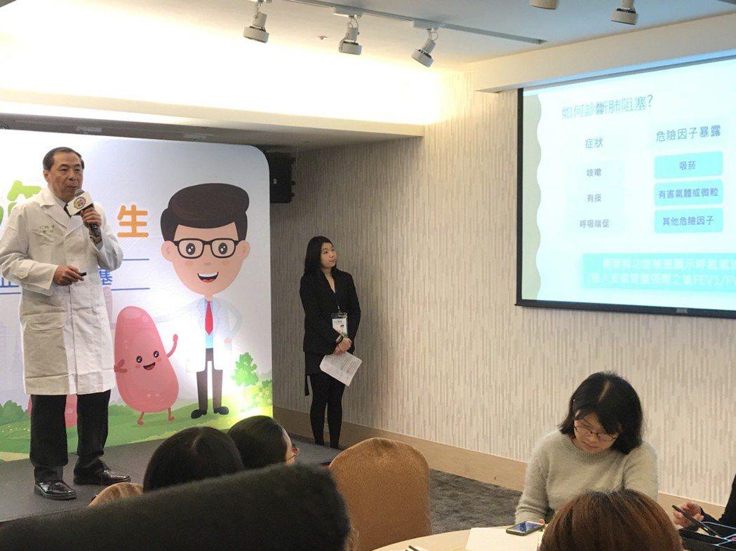 台大醫院內科部主任王鶴健提到,肺阻塞因初期症狀為咳、痰、悶、喘,常被民眾誤認為是...