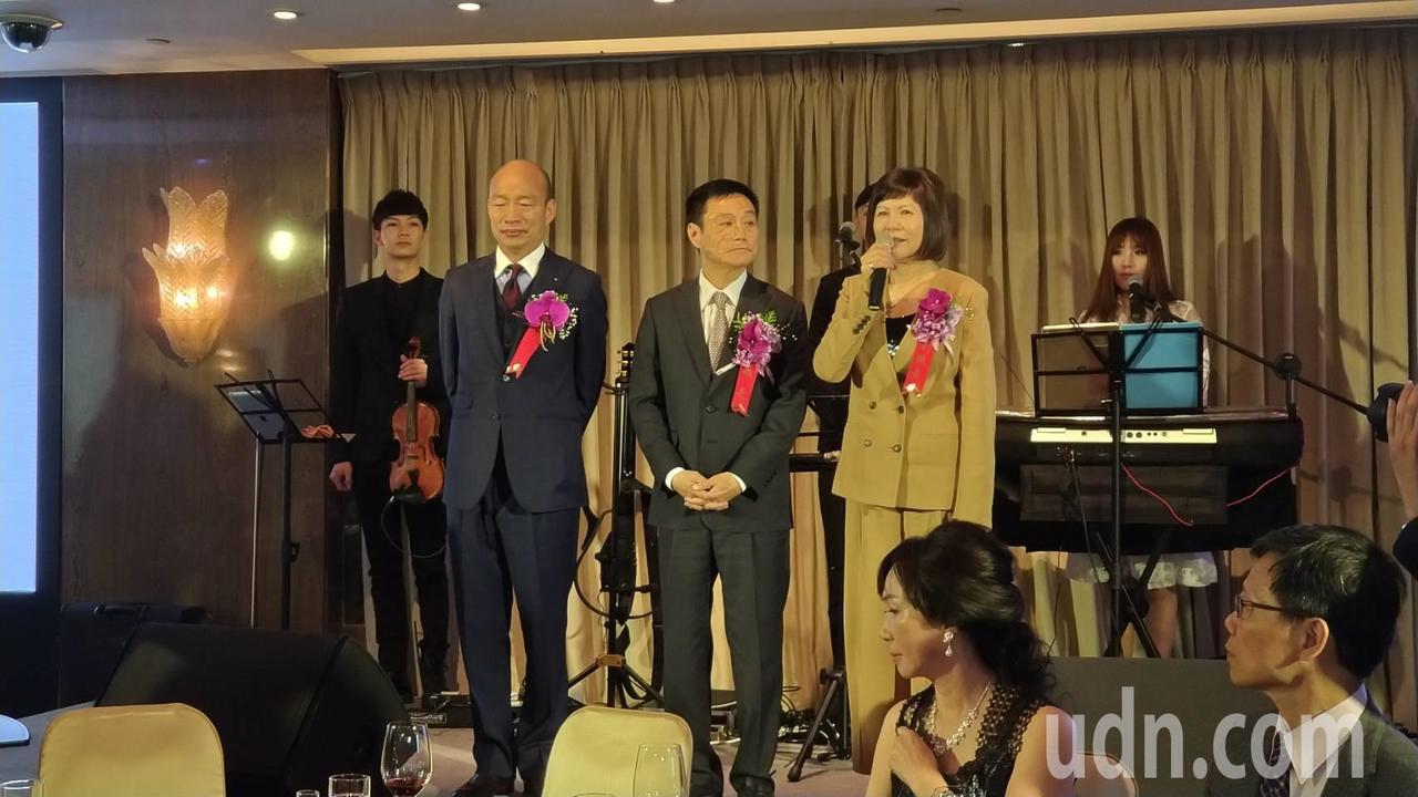 高市長韓國瑜(左二)今中午參加高市議員就職餐會。記者蔡孟妤/攝影
