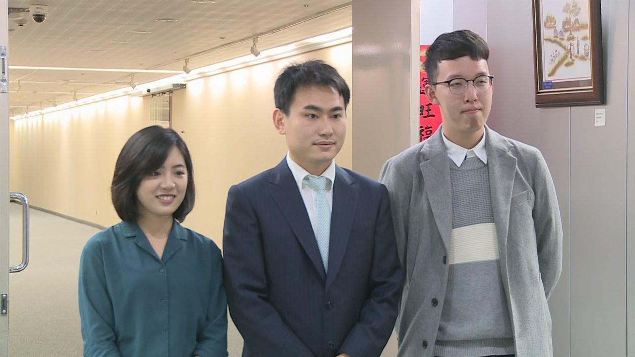 北市府小內閣新任副發言人有3位,「學姐」黃瀞瑩(左起)、陳冠廷及「小牛」柯昱安等...